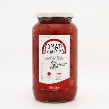 crece-desde-el-pie-tomate-con-albahaca-en-conserva